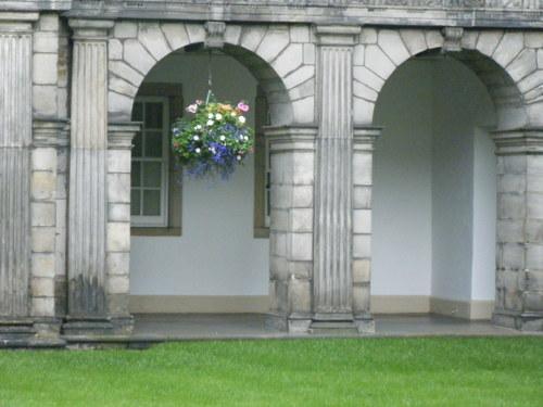 ホリールード宮殿 中庭
